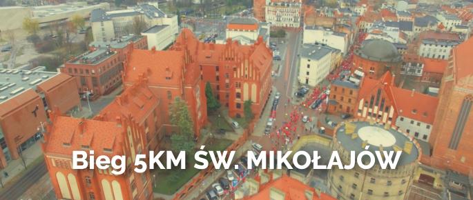 Zdjęcie z lotu ptaka z biegu św. Mikołajów w Toruniu